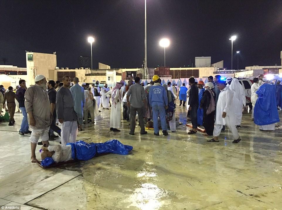 الدفاع المدني السعودي: 65 قتيلاً في حادث رافعة الحرم وتسجيل 154 إصابة 2C320E6C00000578-3231117-image-m-93_1441998816348