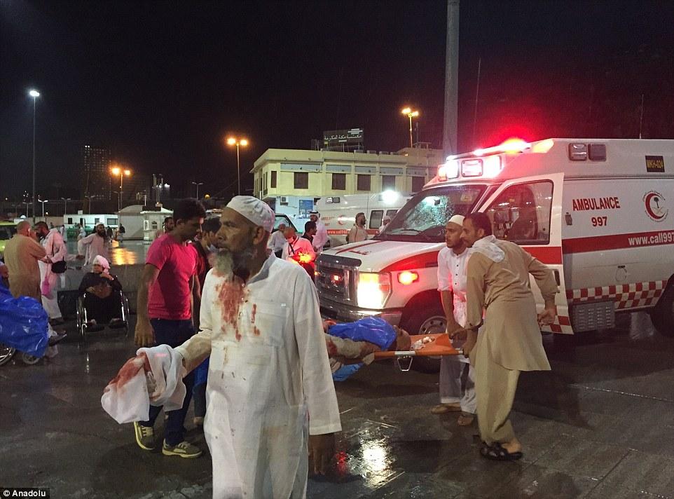 الدفاع المدني السعودي: 65 قتيلاً في حادث رافعة الحرم وتسجيل 154 إصابة 2C320F0800000578-3231117-image-m-86_1441998664079