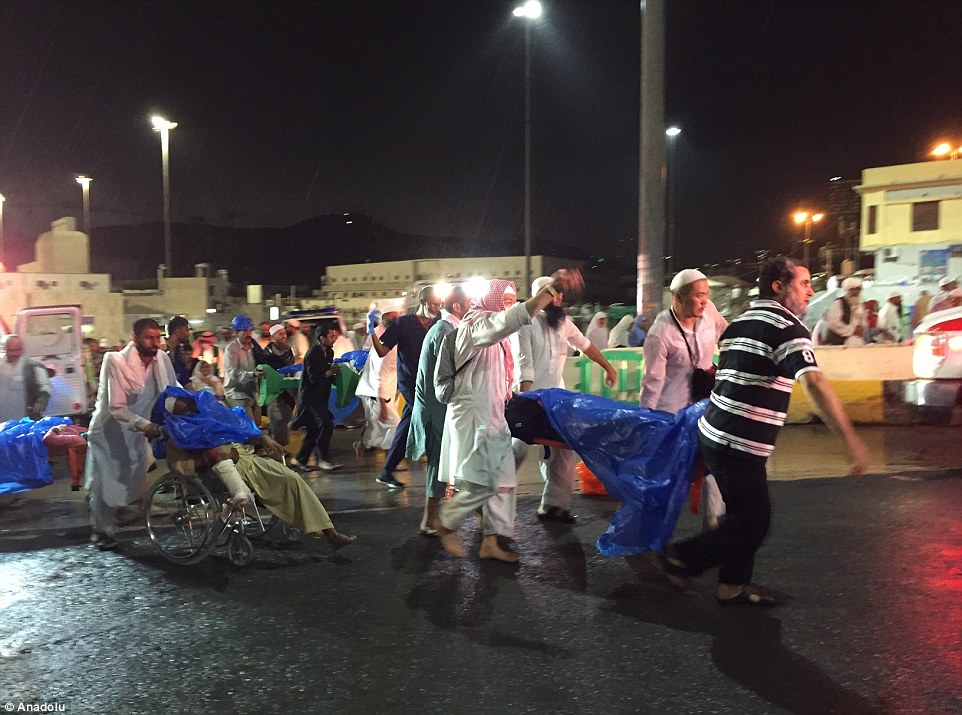 الدفاع المدني السعودي: 65 قتيلاً في حادث رافعة الحرم وتسجيل 154 إصابة 2C32100700000578-3231117-image-m-83_1441998561227