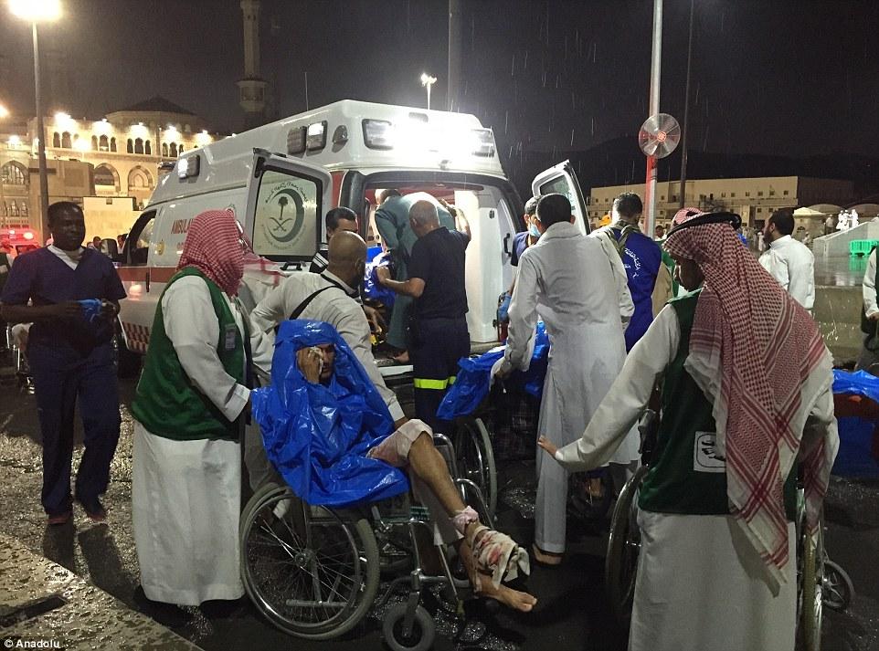 الدفاع المدني السعودي: 65 قتيلاً في حادث رافعة الحرم وتسجيل 154 إصابة 2C3210ED00000578-3231117-image-m-99_1441999318537