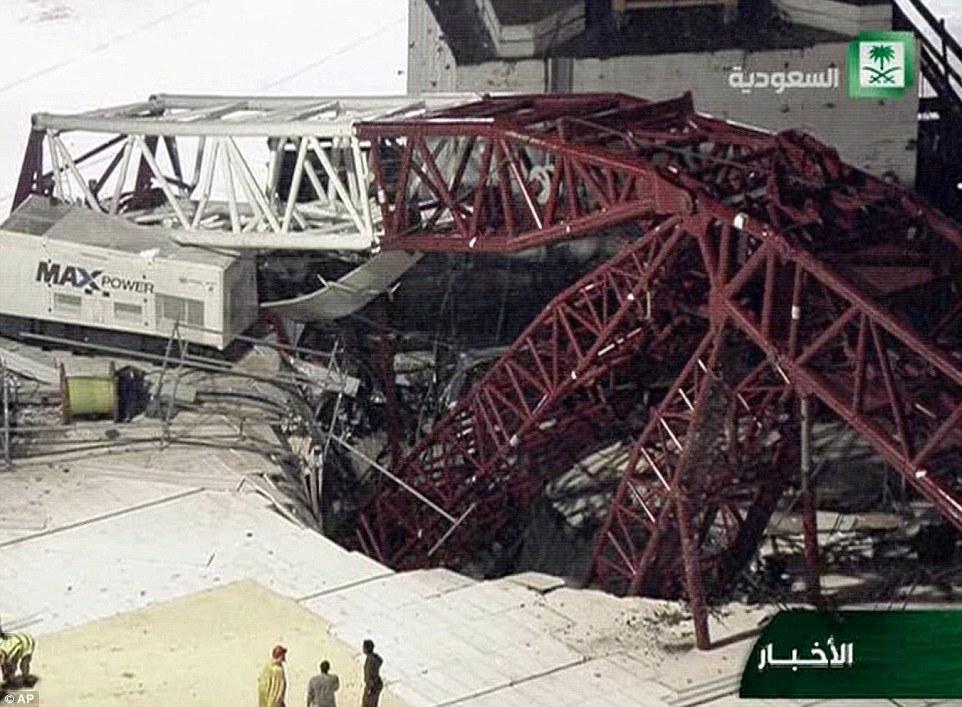 الدفاع المدني السعودي: 65 قتيلاً في حادث رافعة الحرم وتسجيل 154 إصابة 2C326C4E00000578-3231117-image-m-22_1442003937744