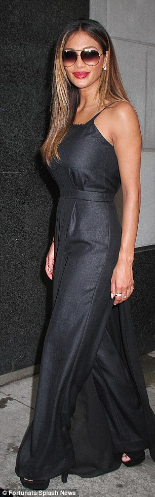 Nicole Scherzinger >> Candids/Apariciones/Shoots - Página 11 2CF0D46500000578-3255351-image-a-70_1443644555117