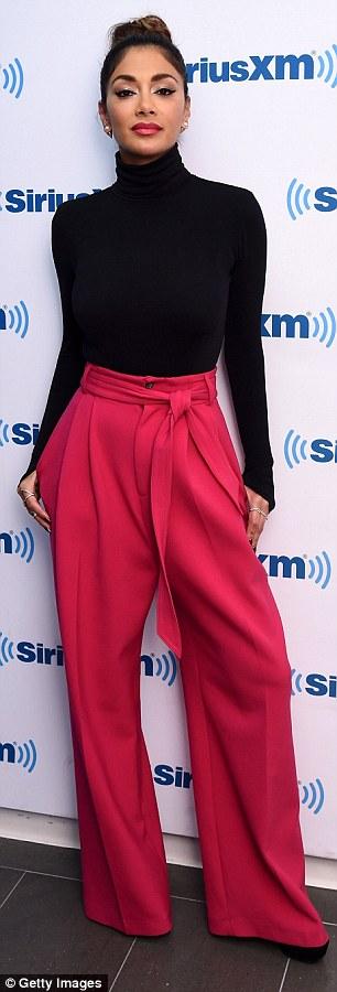 Nicole Scherzinger >> Candids/Apariciones/Shoots - Página 11 2D72423600000578-3274723-image-a-45_1444938921223
