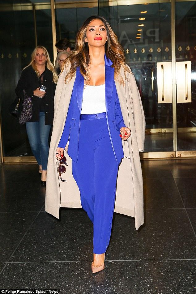 Nicole Scherzinger >> Candids/Apariciones/Shoots - Página 11 2D98CBF600000578-3281225-image-a-65_1445355024517