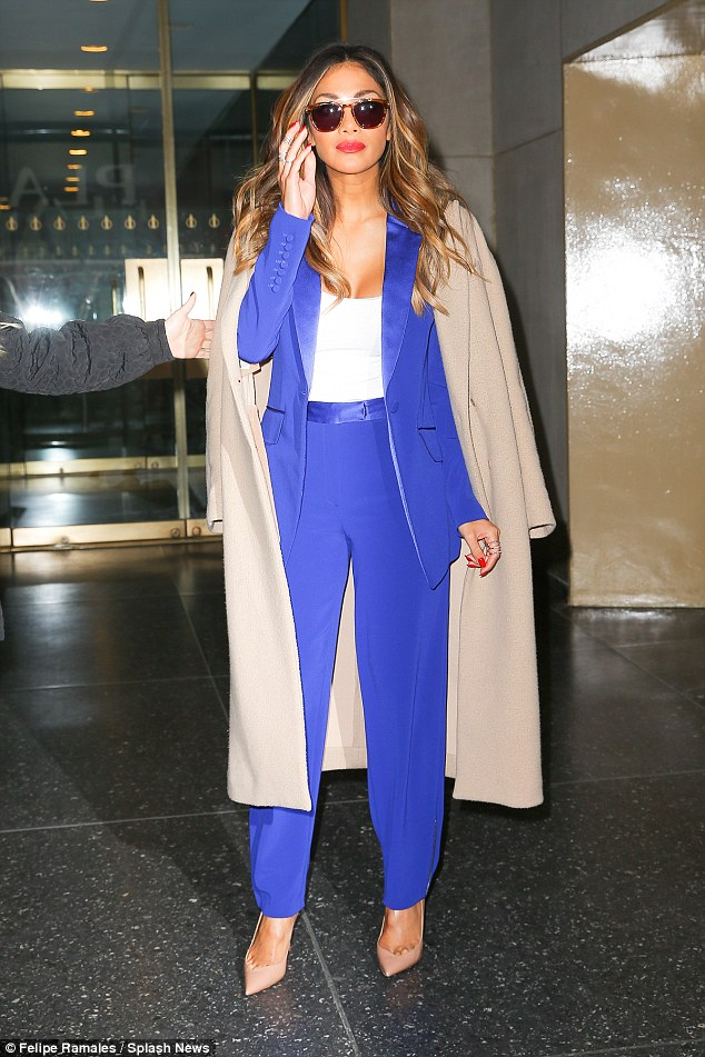 Nicole Scherzinger >> Candids/Apariciones/Shoots - Página 11 2D98CC9B00000578-3281225-image-a-66_1445355759278