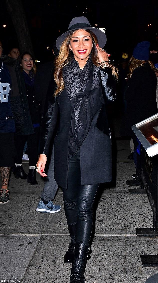 Nicole Scherzinger >> Candids/Apariciones/Shoots - Página 11 2DCBFF2D00000578-0-image-m-70_1445856922737