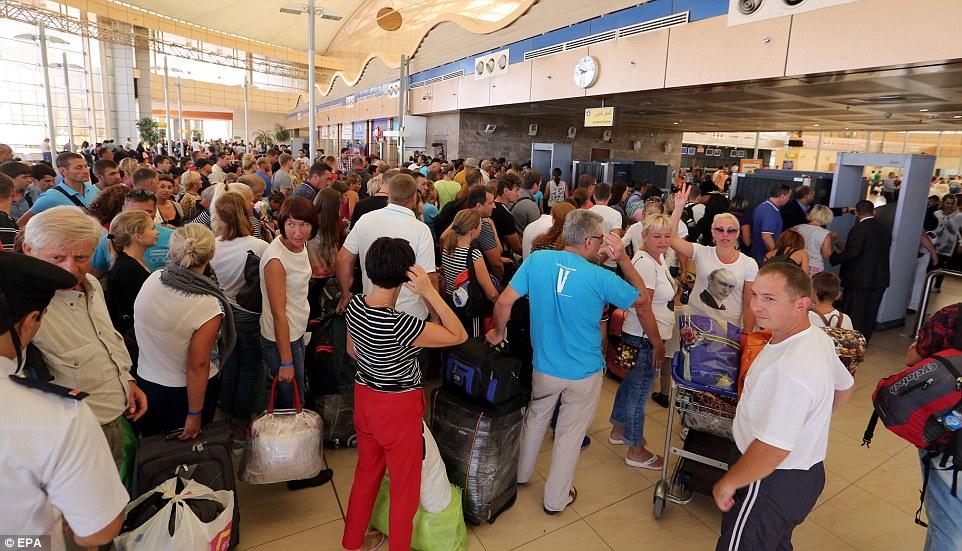Russisches Passagierflugzeug über Ägypten abgestürzt 2E2AF16200000578-3306552-image-a-57_1446804247999