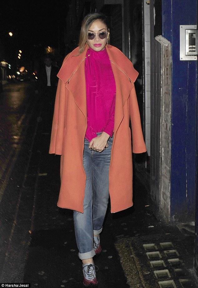 Nicole Scherzinger >> Candids/Apariciones/Shoots - Página 11 2E3ACD7A00000578-3309389-image-a-26_1447006713674