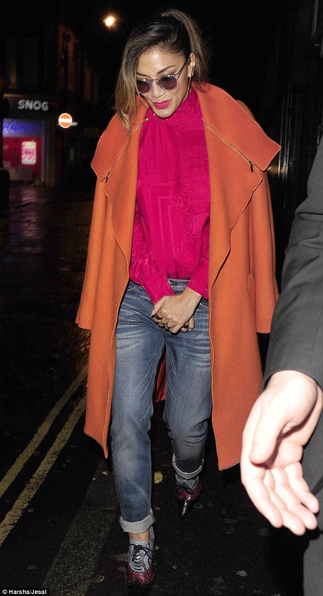 Nicole Scherzinger >> Candids/Apariciones/Shoots - Página 11 2E3ACDC700000578-3309389-image-a-23_1447006641353