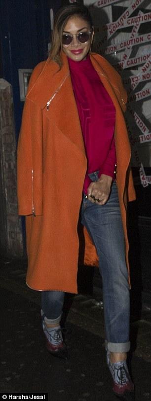 Nicole Scherzinger >> Candids/Apariciones/Shoots - Página 11 2E3ACE2F00000578-3309389-image-a-34_1447006773372