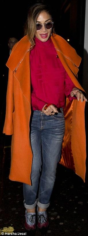 Nicole Scherzinger >> Candids/Apariciones/Shoots - Página 11 2E3ACE3B00000578-3309389-image-m-33_1447006759276