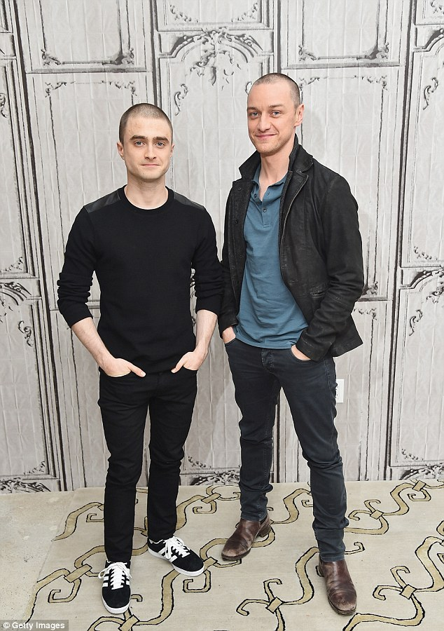 ¿Cuánto mide James McAvoy? - Altura - Real height 2E47D5F400000578-3311539-image-a-2_1447145277588