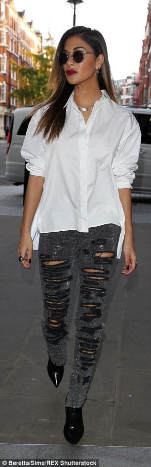 Nicole Scherzinger >> Candids/Apariciones/Shoots - Página 11 2E5E3B0E00000578-3315257-image-a-55_1447329554633