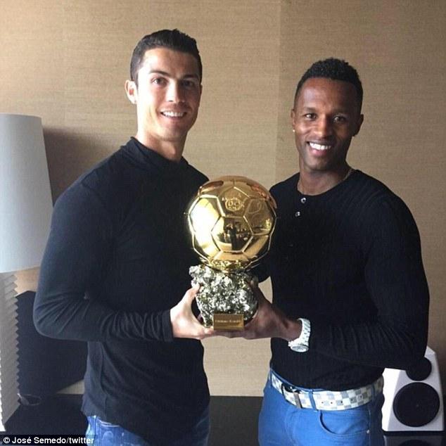 ¿Cuánto mide Cristiano Ronaldo? - Altura y peso - Real height 2EF49AFC00000578-3340824-image-a-2_1448966244918