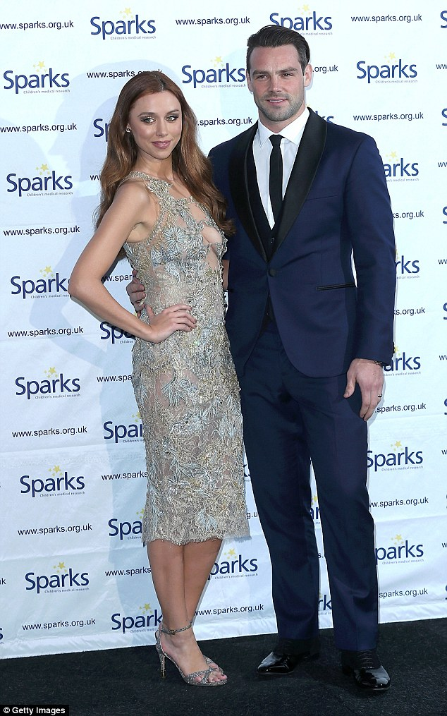 Saturday >> Una Foden - Página 22 2F08D07700000578-3345010-image-m-59_1449175382728