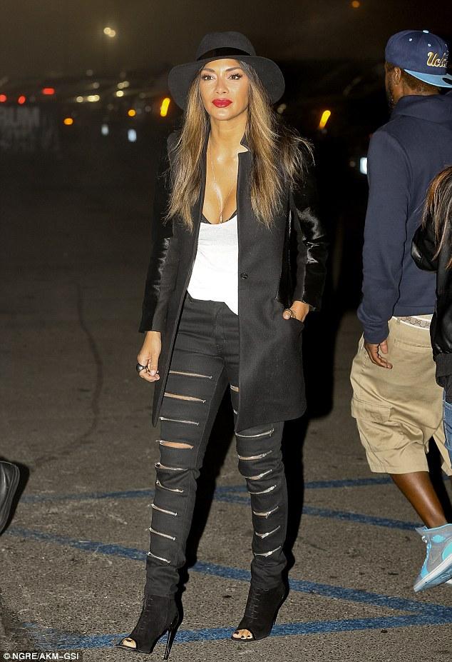 Nicole Scherzinger >> Candids/Apariciones/Shoots - Página 11 2F3B040A00000578-3354102-image-a-75_1449744027762