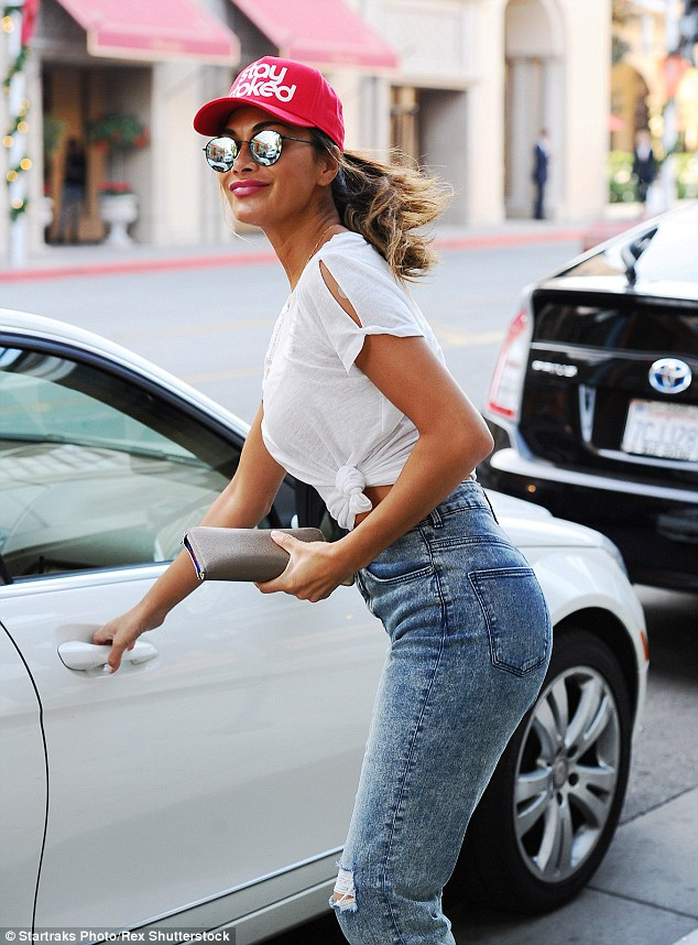 Nicole Scherzinger >> Candids/Apariciones/Shoots - Página 11 2F3CA3D900000578-3354557-image-m-160_1449763614010
