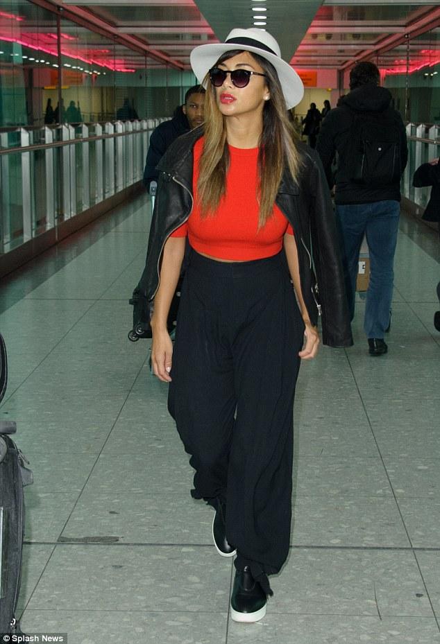 Nicole Scherzinger >> Candids/Apariciones/Shoots - Página 12 2F659A9500000578-3361162-image-m-181_1450198579222