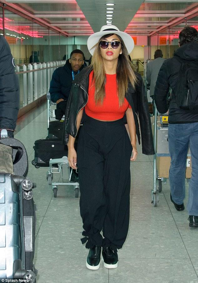 Nicole Scherzinger >> Candids/Apariciones/Shoots - Página 12 2F659A9F00000578-3361162-image-a-178_1450198539099