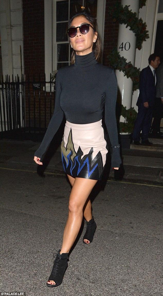 Nicole Scherzinger >> Candids/Apariciones/Shoots - Página 12 2F77A1DB00000578-0-image-a-55_1450378206580