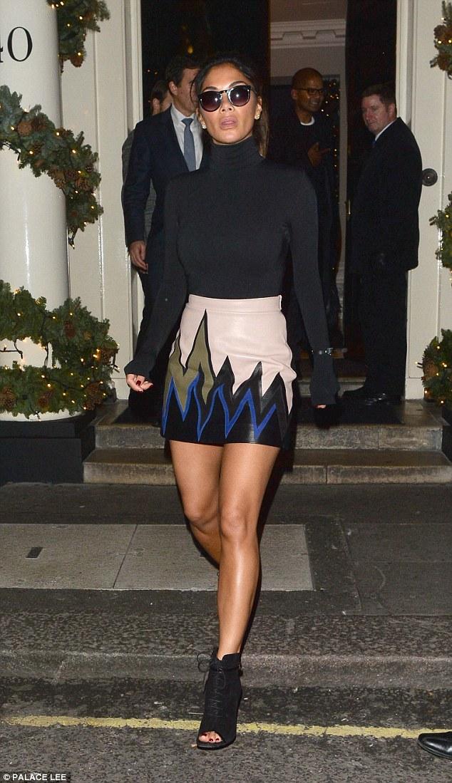 Nicole Scherzinger >> Candids/Apariciones/Shoots - Página 12 2F77A1E700000578-0-image-m-56_1450378214262