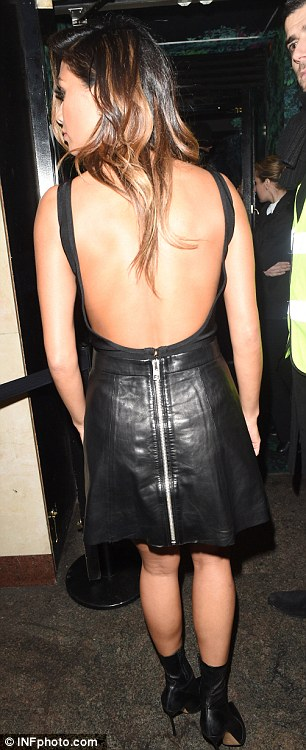 Nicole Scherzinger >> Candids/Apariciones/Shoots - Página 12 2F79924F00000578-0-image-a-32_1450428851393
