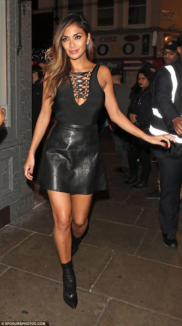 Nicole Scherzinger >> Candids/Apariciones/Shoots - Página 12 2F79CCDE00000578-0-image-a-34_1450428955602