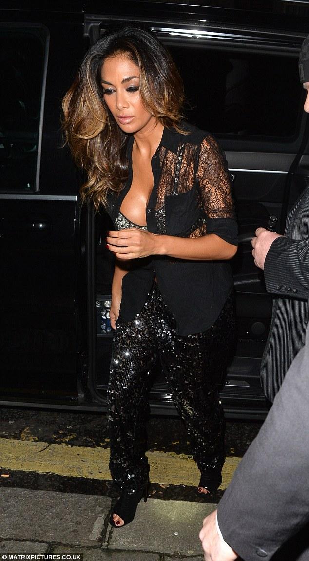 Nicole Scherzinger >> Candids/Apariciones/Shoots - Página 12 2F7B8E4800000578-0-image-a-11_1450442599876