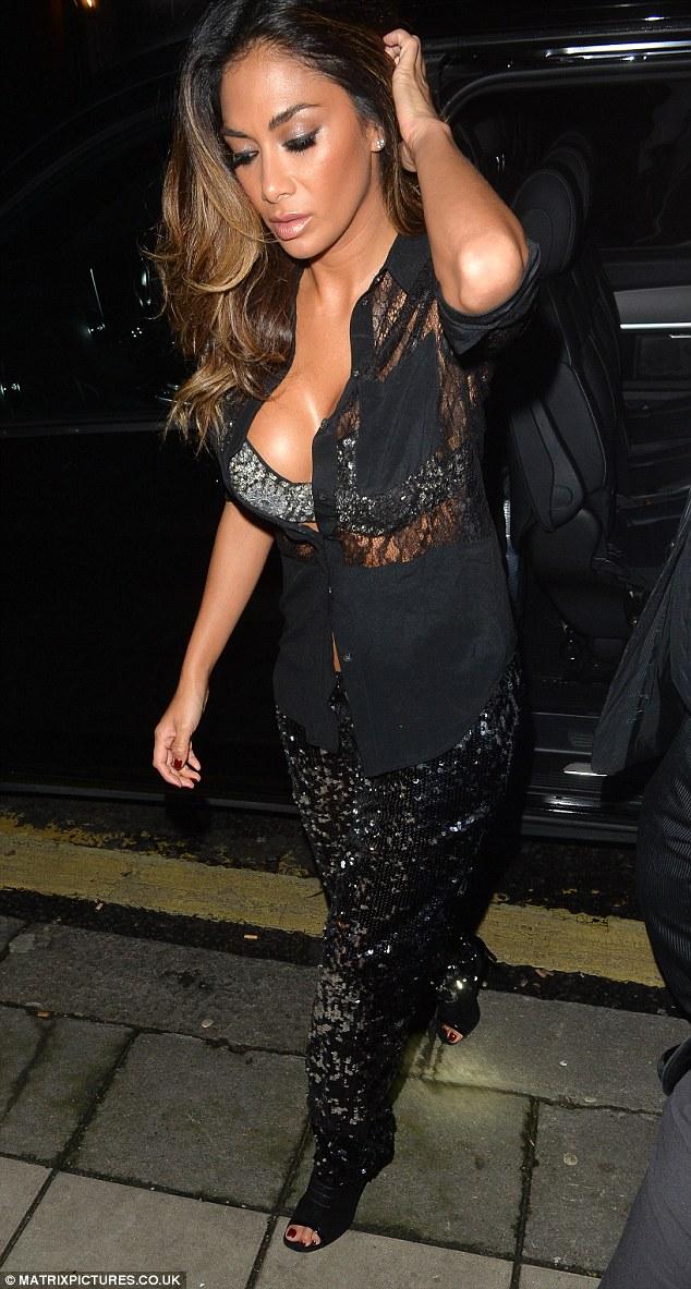 Nicole Scherzinger >> Candids/Apariciones/Shoots - Página 12 2F7B8EC400000578-0-image-a-13_1450442616325