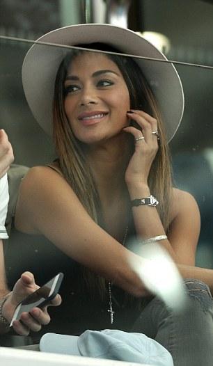 Nicole Scherzinger >> Candids/Apariciones/Shoots - Página 12 2FC6BEBB00000578-0-image-m-11_1451884047001