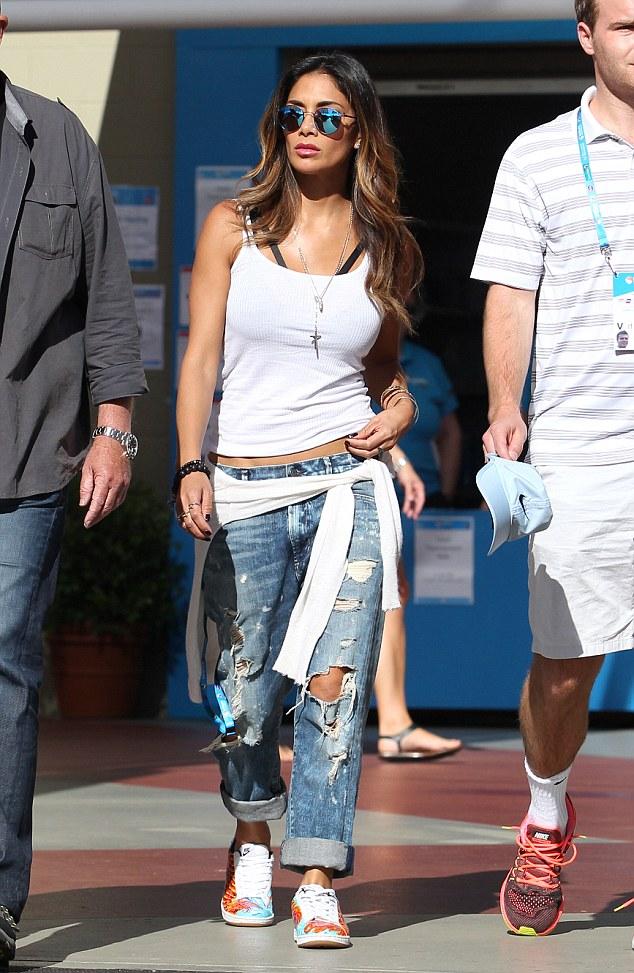 Nicole Scherzinger >> Candids/Apariciones/Shoots - Página 12 2FD57F3F00000578-0-image-a-21_1452067553387