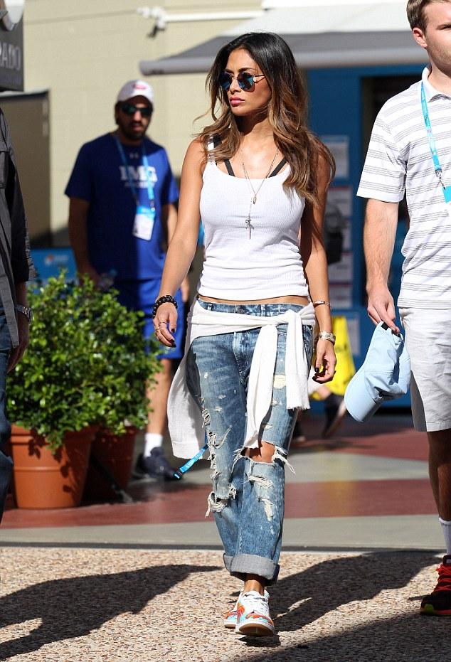 Nicole Scherzinger >> Candids/Apariciones/Shoots - Página 12 2FD57FD300000578-0-image-a-22_1452067574265