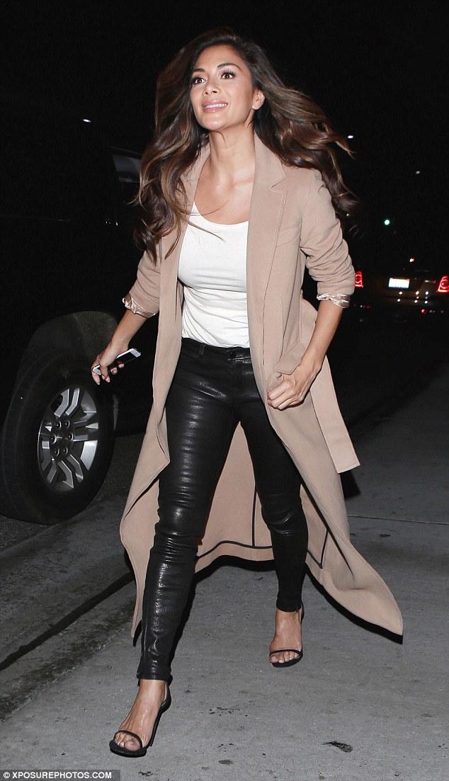 Nicole Scherzinger >> Candids/Apariciones/Shoots - Página 12 3027BE2C00000578-3399026-image-a-37_1452768887847