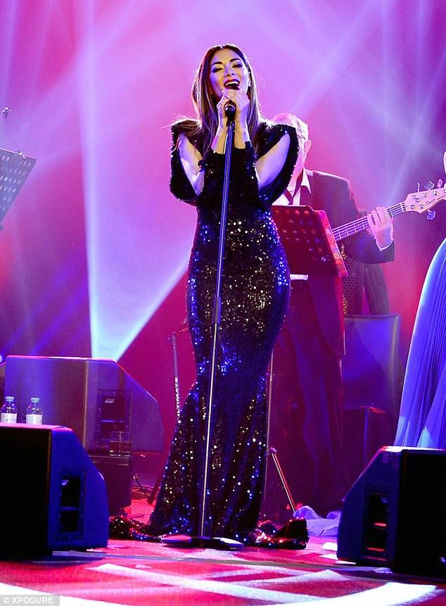 Nicole Scherzinger >> Candids/Apariciones/Shoots - Página 13 30E83E9300000578-3433580-image-m-177_1454683580491