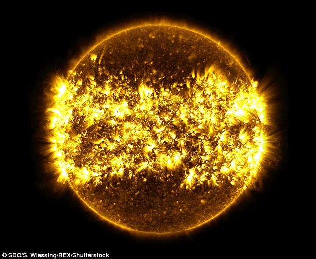 Nouvelles vidéos du soleil par SDO 313AFBAF00000578-3447599-image-m-2_1455530796242