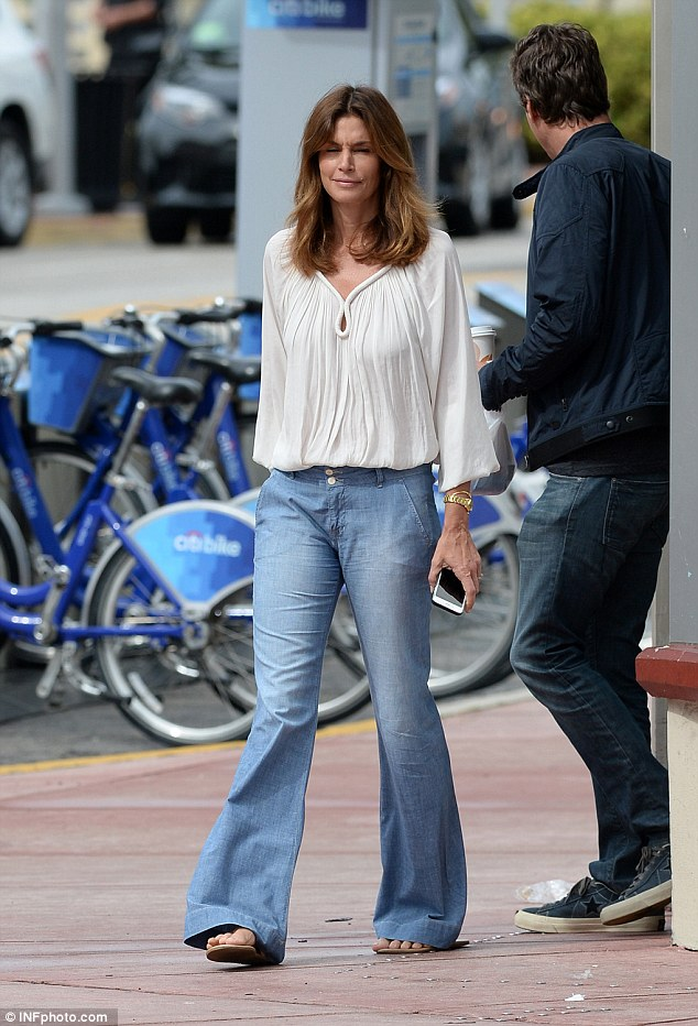 Cindy Crawford waits while husband Rande Gerber and pal George Clooney load car with tequila ahead of her 50th birthday 314AB9D200000578-3450067-image-a-110_1455659797931