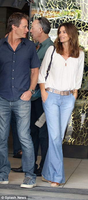 Cindy Crawford waits while husband Rande Gerber and pal George Clooney load car with tequila ahead of her 50th birthday 314AE56500000578-3450067-image-a-116_1455660728580