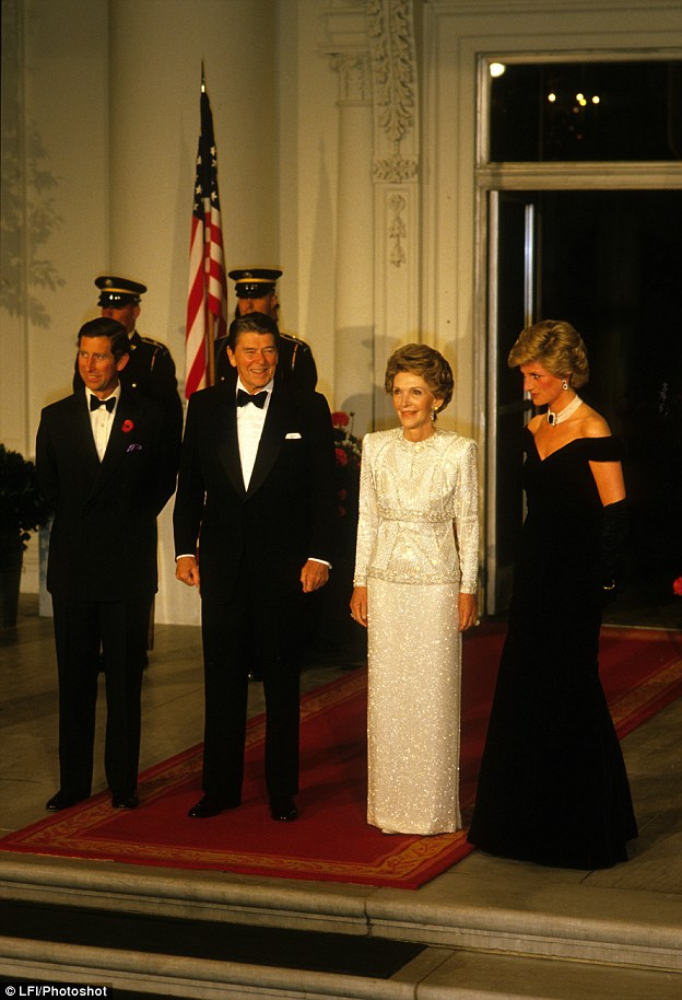 ¿Cuánto mide Ronald Reagan? - Altura - Real height 31EF1E5F00000578-3479381-image-a-56_1457296422868