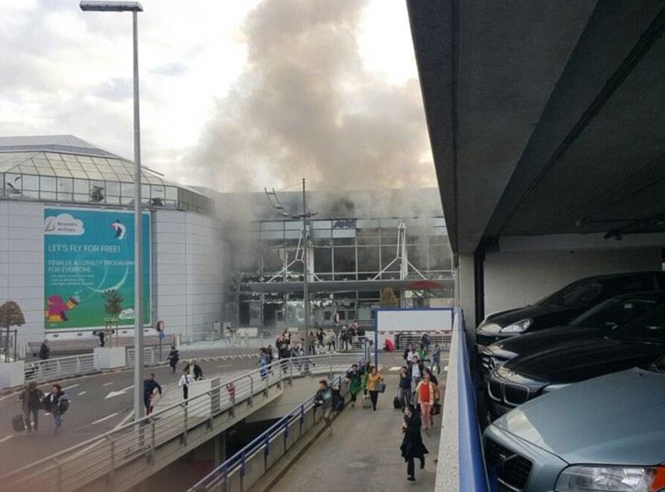 Zeichen der Endzeit - Seite 4 3272581400000578-3503928-Two_explosions_have_been_heard_at_Brussels_Airport_it_was_claime-a-15_1458632082516