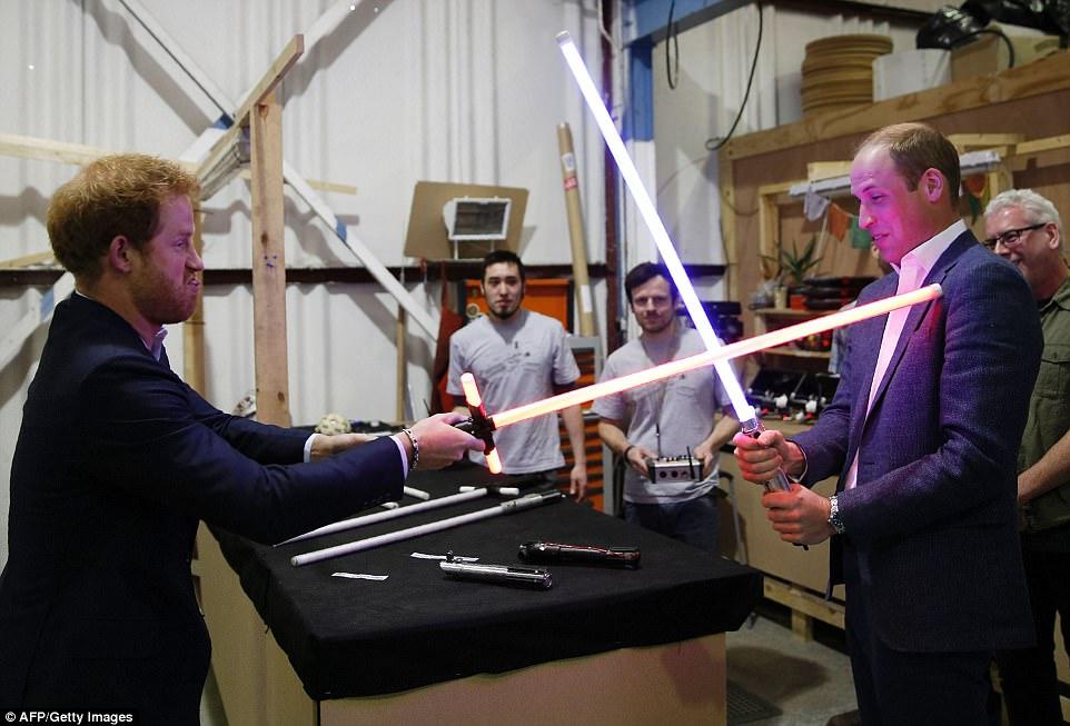 Star Wars : Les Derniers Jedi [Lucasfilm - 2017] - Page 3 3354671800000578-3547750-image-a-99_1461074544018