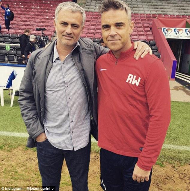¿Cuánto mide José Mourinho? - Altura - Real height 34E306AB00000578-3623663-image-a-31_1464955548145