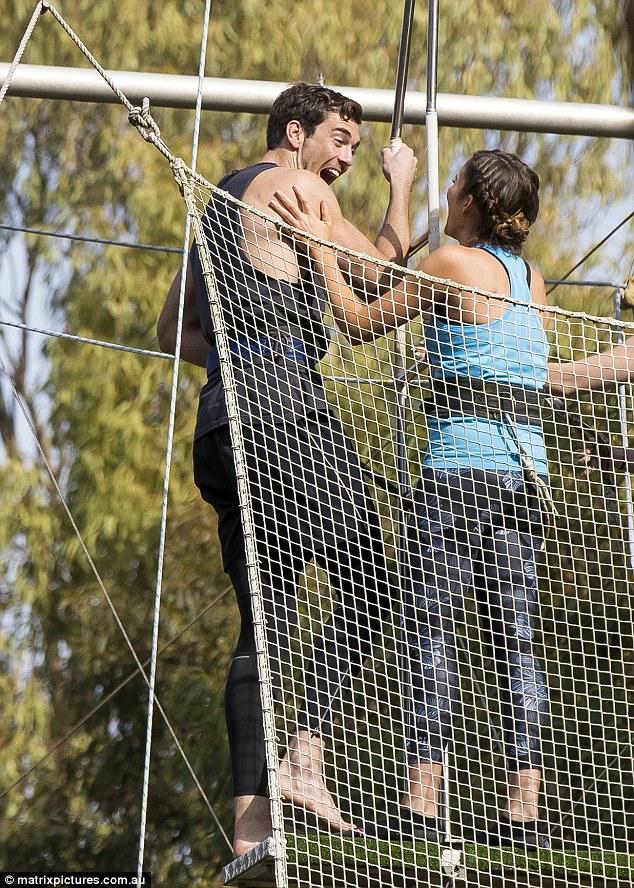 Cameron Cranley - Bachelorette Australia - Season 2 - Fan Forum 3659EF4300000578-3694165-Touchy_The_brunette_Bachelorette_wasn_t_shy_about_getting_handsy-a-7_1468743851913