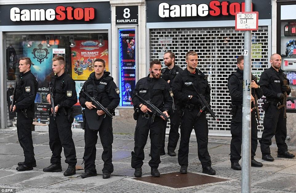 BRD under attack – Terror und Panik: München, Würzburg, Ansbach, Reutlingen - Seite 2 368313E000000578-3703705-A_second_shooting_was_said_to_have_taken_place_near_Marienplatz_-a-7_1469256388808