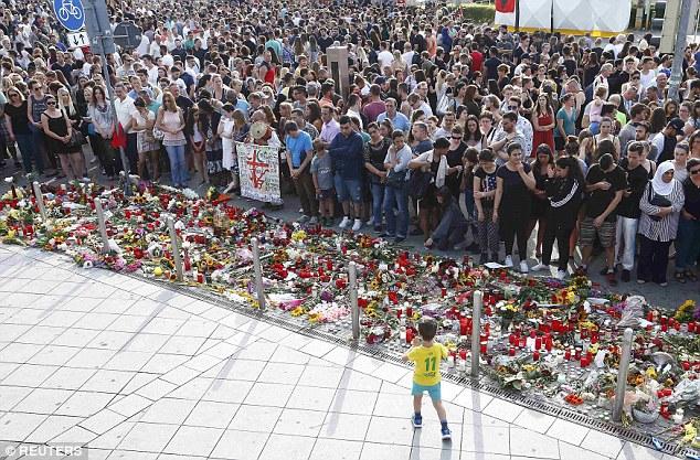 BRD under attack – Terror und Panik: München, Würzburg, Ansbach, Reutlingen - Seite 2 368E88E100000578-3706022-image-a-54_1469393072430