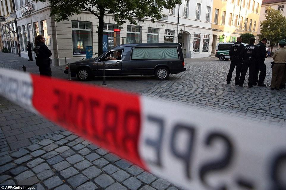 BRD under attack – Terror und Panik: München, Würzburg, Ansbach, Reutlingen - Seite 2 3691C62F00000578-3706063-image-a-29_1469426976674