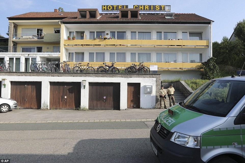 BRD under attack – Terror und Panik: München, Würzburg, Ansbach, Reutlingen - Seite 2 369201B800000578-3706063-image-a-11_1469431676990