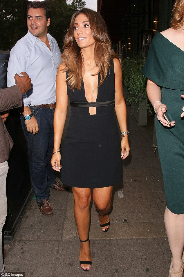 The Saturdays - Página 3 36E135C600000578-3724349-Out_on_the_town_Frankie_dressed_to_the_nines_for_her_fun_night_o-a-3_1470344956712