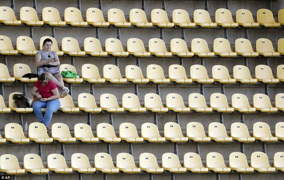 Olympische Spiele 370BA39800000578-3733019-There_have_been_plenty_of_empty_seats_at_this_summer_s_Olympic_G-a-4_1470830134926
