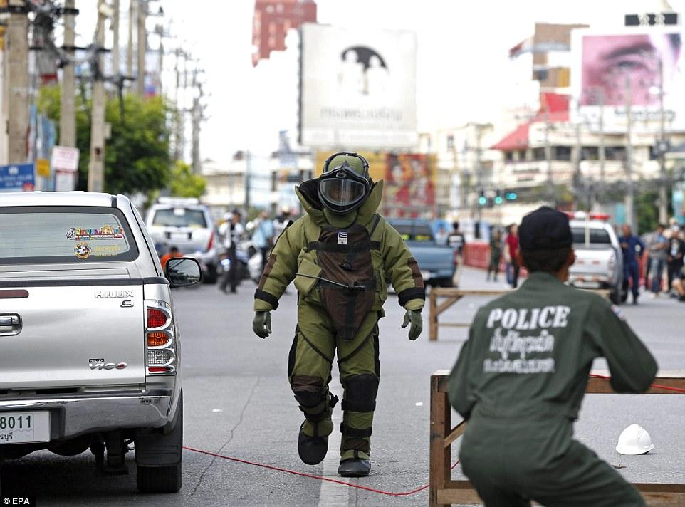 Anschläge in Thailand (11.8.16) 372478F100000578-3735585-image-a-16_1470986753352