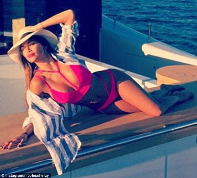 Nicole Scherzinger - Página 2 3730E8F400000578-0-image-m-9_1471107915688